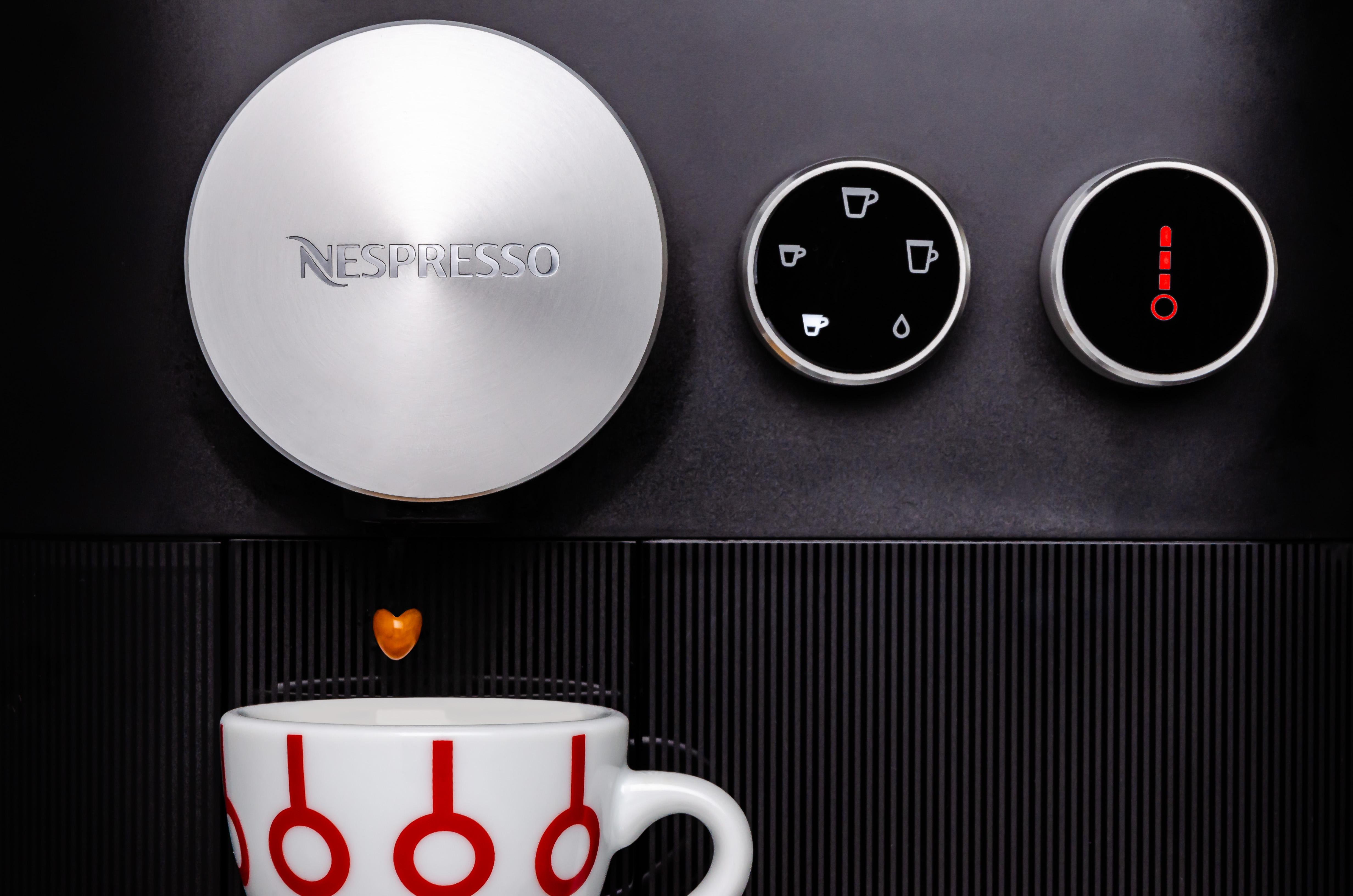 Fotografía profesional de producto en Barcelona - ejemplo de fotografía comercial  (cafetera Nespresso)